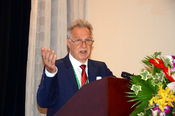 Dr. Heinz Leuenberger