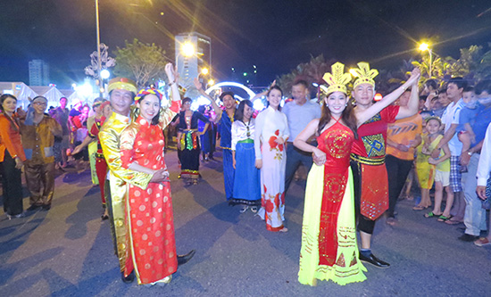 Bạn bè quốc tế ấn tượng với Đà Nẵng.