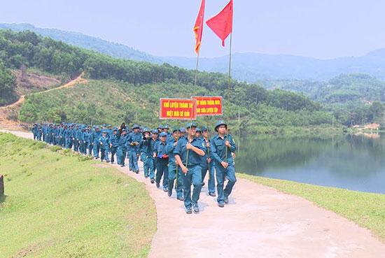 Tiên Phước chú trọng xây dựng lực lượng dân quân ngày càng vững mạnh. Ảnh: T.A