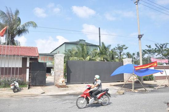 Nhà  máy thép Việt - Pháp tại phường Điện Nam Đông, thị xã Điện Bàn. Ảnh: T.H