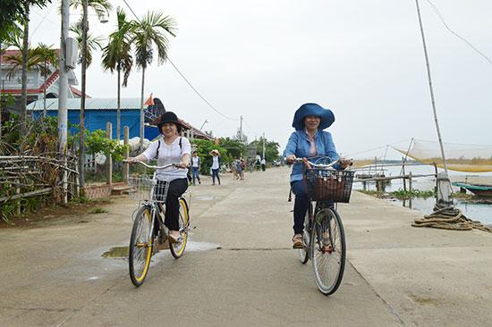 Người dân Trà Nhiêu vẫn chưa được hưởng lợi từ mô hình làng du lịch cộng đồng. Ảnh: VĨNH LỘC