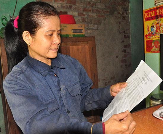 Bà Võ Thị Khanh liên tục có đơn khiếu nại đòi đền bù 400m2 đất đã bị ảnh hưởng bởi dự án của Công ty Toàn Phát. Ảnh: H.G