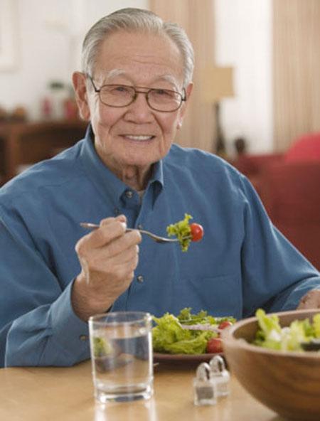 Ăn uống cần tiết chế để kéo dài tuổi thọ.