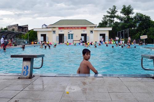 Hồ bơi ở Trung tâm VH-TT thị xã Điện Bàn, nơi học và thực hành bơi của học sinh địa phương. Ảnh: V.L