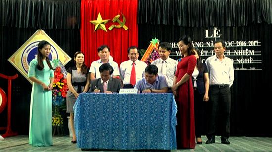 Trường Trung cấp nghề Nam Quảng Nam ký kết trách nhiệm đào tạo nghề với các doanh nghiệp.