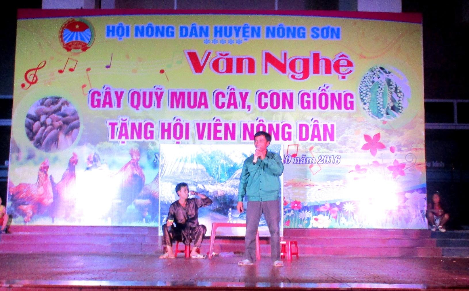 Một đêm văn nghệ gây quỹ được khoảng từ 15 - 20 triệu đồng. Ảnh: PHAN VINH