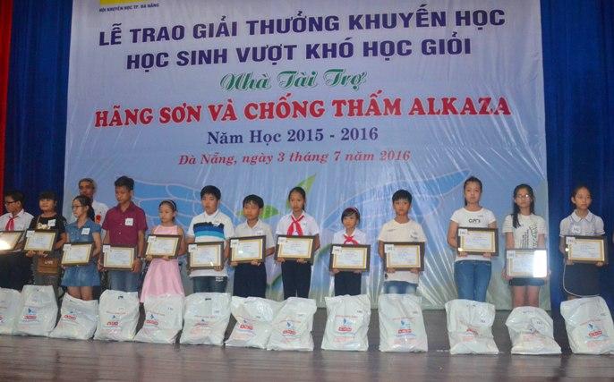 Sau 25 năm phát triển, hội khuyến học thành phố Đà Nẵng đã vận động được khoảng 150 tỉ đồng để giúp đỡ cho hàng vạn học sinh, sinh viên.