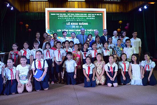 Tham gia khóa đầu tiên có 40 học viên được chia thành 4 lớp.