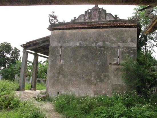 Đình Không Chái được phục dựng rất nhỏ vào năm 1974. Ảnh: Thái Mỹ