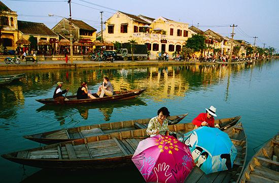 Du lịch Quảng Nam cần nhiều sản phẩm du lịch và sản phẩm lưu niệm đặc trưng để lại dấu ấn cho du khách. Ảnh: D.L