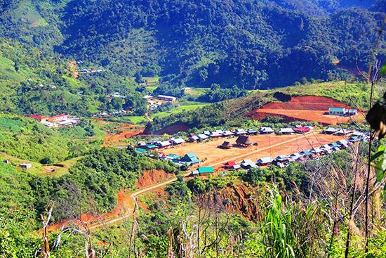 Tập trung xây dựng cơ sở hạ tầng miền núi tạo động lực phát triển kinh tế - xã hội. Ảnh: NGƯỚC CÔNG