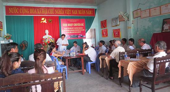 Chi bộ khối phố 1, phường Phước Hòa (Tam Kỳ) tổ chức sinh hoạt chuyên đề. Ảnh: THANH XUÂN