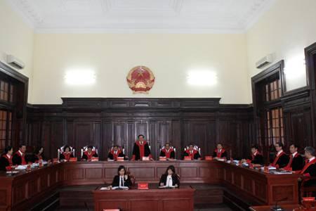 Các thẩm phán với trang phục mới. Ảnh: Cổng TTĐT TAND Tối cao