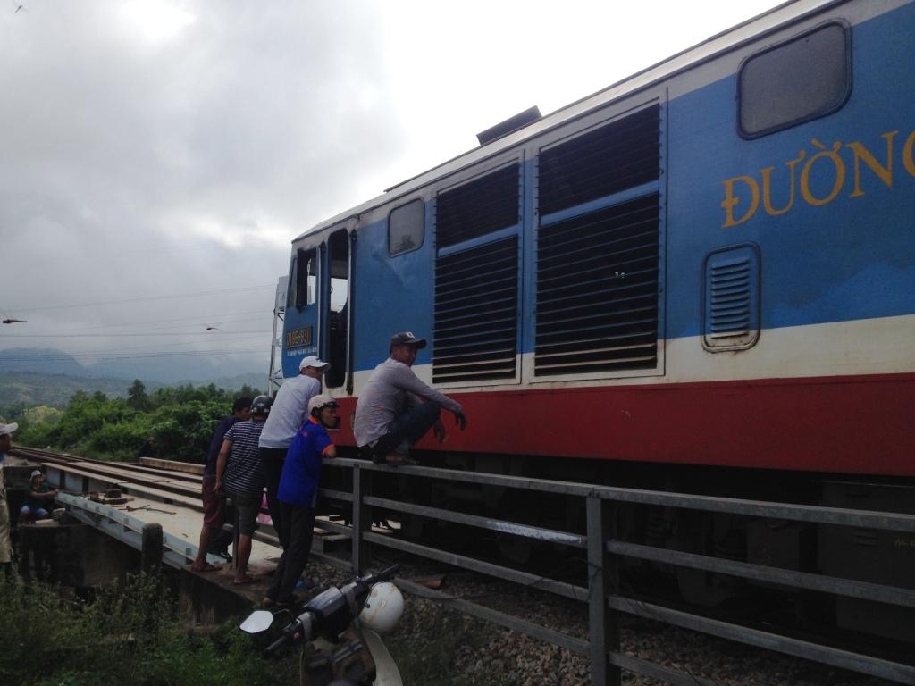 Nhiều chuyến tàu buộc phải dừng chờ sửa chữa