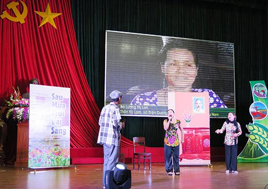 Phần thi tiểu phẩm của HTX Nông nghiệp Điện Quang (Điện Bàn) - đơn vị đoạt giải A thể loại sân khấu hóa. Ảnh: MAI NHI
