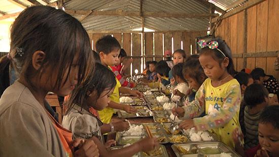 Các trường bán trú tại Nam Trà My vẫn đủ nguồn lương thực cho học sinh trong mùa mưa lũ. Ảnh: N.T