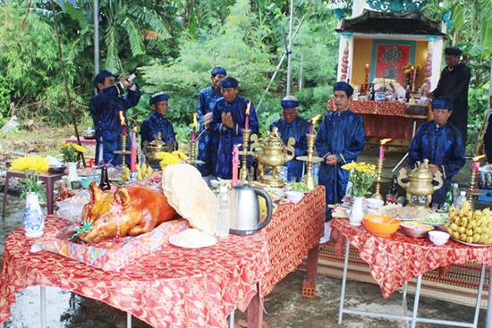 Nghi lễ cúng thần Nông tại làng Phước Yên.Ảnh: N.DUY