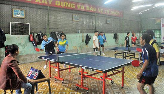 Giải bóng bàn TP.Tam Kỳ mở rộng năm 2015 do CLB Tiểu La Tam Kỳ tổ chức thu hút nhiều tay vợt đến từ các CLB trên địa bàn tỉnh. Ảnh: T.VY
