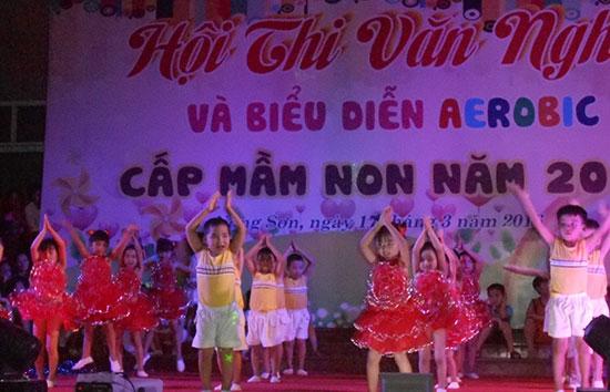 """Tiết mục tại hội thi """"Văn nghệ và biểu diễn Aerobic"""" cấp học mầm non ở huyện Nông Sơn. Ảnh: Thiên Thu"""