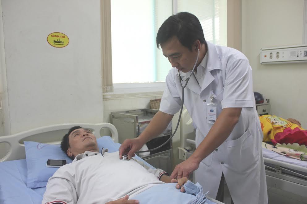 Thực hiện dịch vụ tại khoa Cấp cứu – Can thiệp tim mạch các bệnh nhân sẽ chi trả chi phí rất rẻ so với ở nhiều cơ sở y tế khác. (ẢNH: ĐOÀN ĐẠO)
