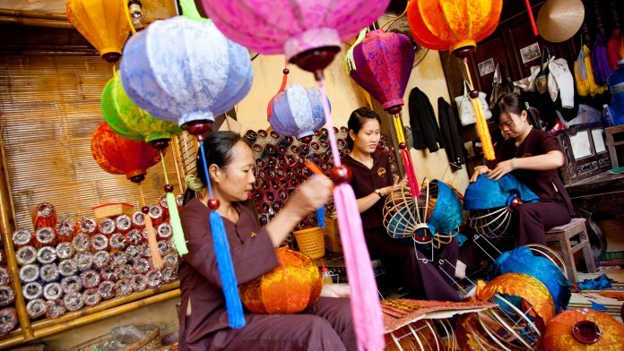 Hoi An lantern making (Picture: asiahandicraft)