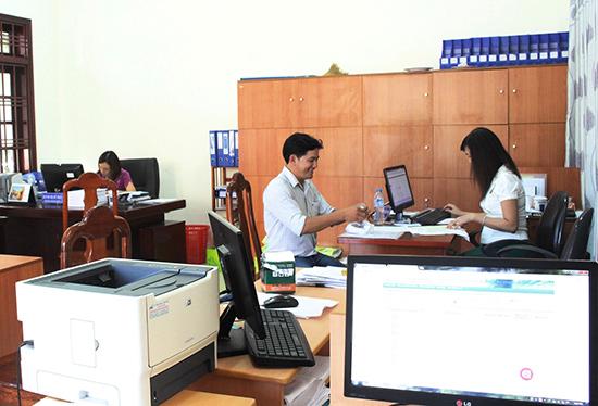 Phòng Đăng ký kinh doanh Sở Kế hoạch - đầu tư bố trí cán bộ tập trung, giải quyết TTHC theo quy trình sẽ thực hiện tại Trung tâm. Ảnh: V.HÀO