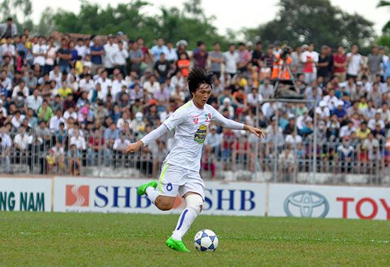 Với nhiều cầu thủ trẻ tài năng như Tuấn Anh, người hâm mộ đang mơ về chiếc cúp vô địch AFF Cup 2016. Ảnh: T.VY