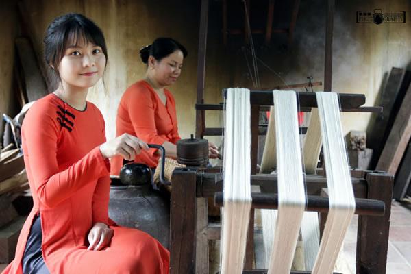 Silk weaving in Hoi An Silk village.