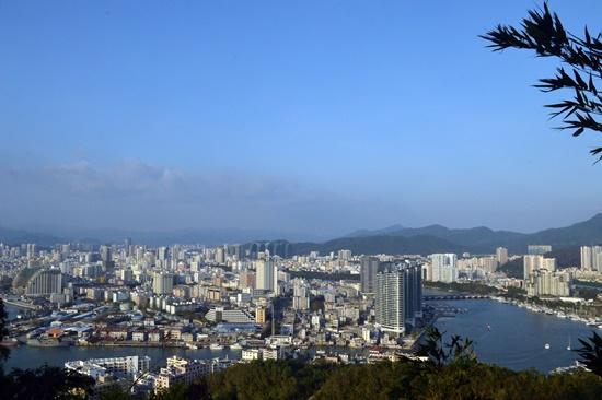 Thành phố Tam Á (Hải Nam) nhìn từ Lộc Hồi Đầu