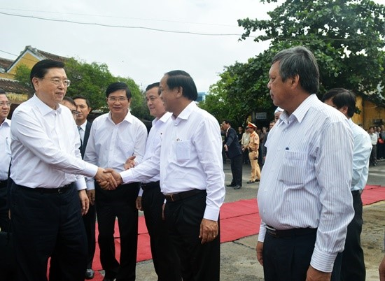 Leaders of Quang Nam People's Committee welcomes Chairman Zhang Dejiang