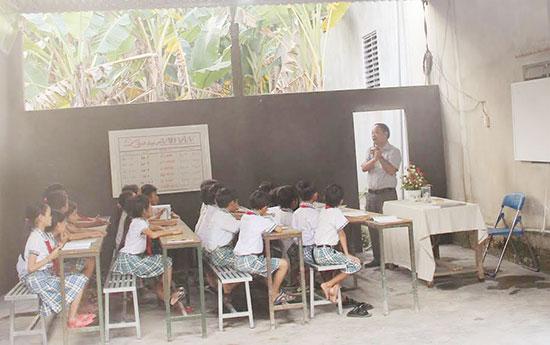 Lớp học do thầy giáo Nguyễn Tô Hoàng đứng lớp. Ảnh: A.T