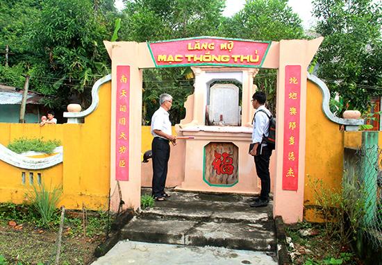 Khu lăng mộ của Thống thủ Mạc Cảnh Huống nằm nhỏ hẹp trong khu dân cư.
