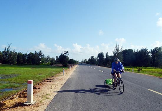 Con đường ven biển Hội An - Tam Kỳ đã mở ra một không gian rộng lớn để du khách khám phá những vùng miền phía nam của tỉnh.