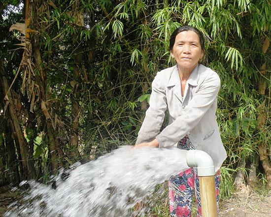 Tại vùng đông Thăng Bình, nhiều hệ thống giếng đóng đã được thi công để cung ứng nước tưới cho cây trồng.Ảnh: TƯ RUỘNG