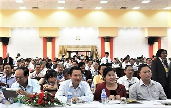 Tham dự buổi họp mặt, có ông Lê Trí Thanh (ngồi ngoài cùng bên phải) - Phó Chủ tịch UBND tỉnh Quảng Nam.