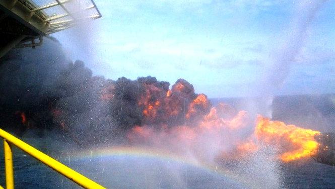 Thử vỉa ra dòng dầu tại giếng khoan BH-47 - Ảnh: PVN