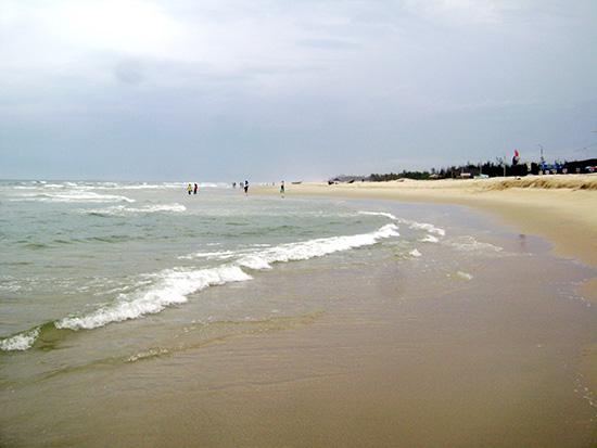 Biển Tam Thanh còn khá hoang sơ và sạch sẽ. Ảnh: V.L