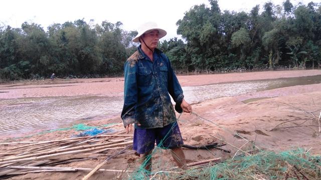 Vùng sản xuất cây rau màu của Đại Lộc bị bồi lấp và xói lở nặng sau lũ. Ảnh: Bích Liên