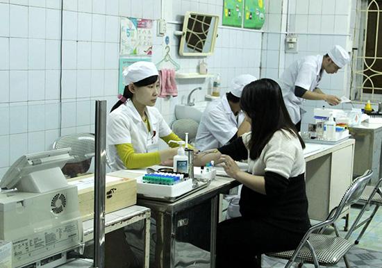 Việc khám thai định kỳ là cần thiết để phòng tai biến trong sản khoa. Ảnh: T.A