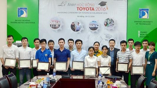 Có 4 sinh viên quê ở Quảng Nam theo học tại Đại học Bách khoa Đà Nẵng nhận được học bổng Toyota 2016. Ảnh: Q.T