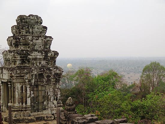 Mặt trời không tắt ở Angkor (Campuchia).