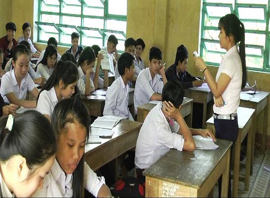 Giáo viên Trường THPT Phân Châu Trinh đang dạy phù đạo miễn phí cho học sinh có học lực yếu.