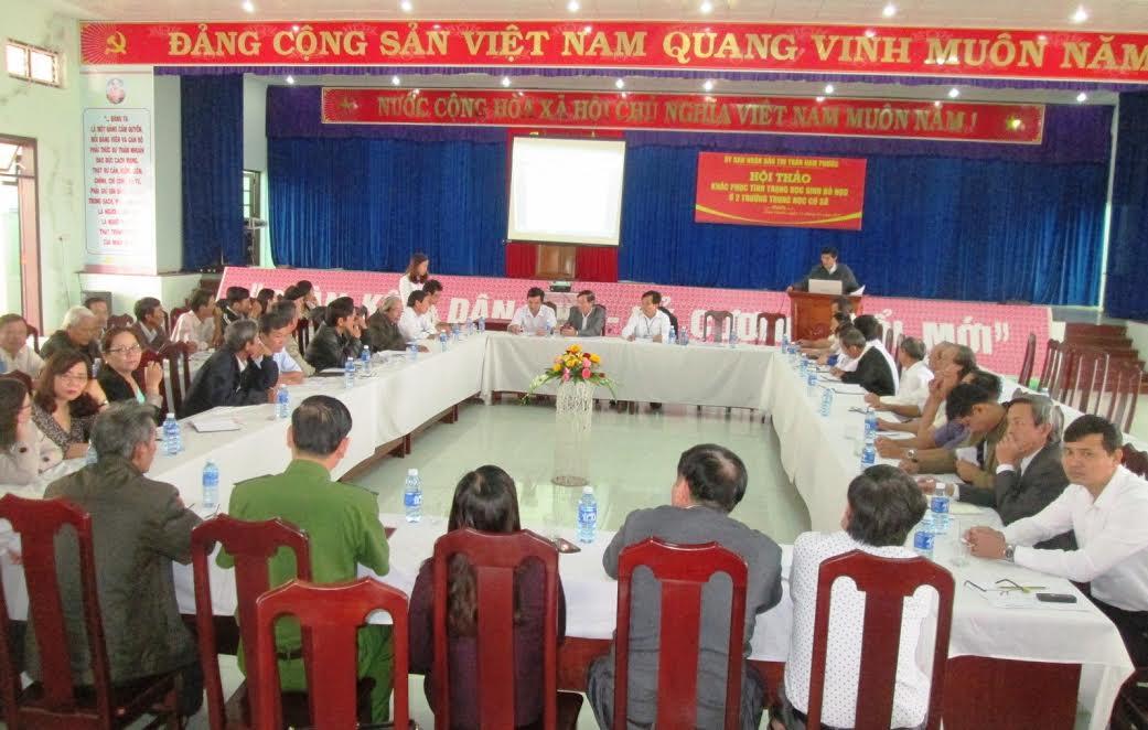 """Quang cảnh hội thảo chuyên đề """"Ngăn chặn tình trạng học sinh bỏ học giữa chừng"""" do UBND thị trấn Nam Phước tổ chức hôm 11.1."""