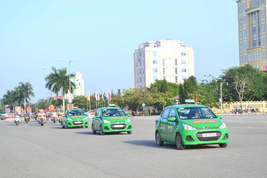 Taxi là một trong những loại hình vận tải được huy động tối đa phục vụ chiến dịch tết. Ảnh: C.T