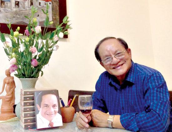 Nhà thơ Tần Hoài Dạ Vũ.