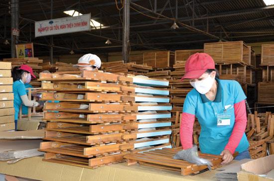 Ngành công nghiệp chế biến gỗ trong tỉnh luôn ổn định thị trường tiêu thụ, đạt doanh thu cao trong xu thế hội nhập.  Ảnh: H.P