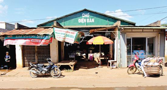 Chợ Điện Bàn nằm ở xã Quảng Điền, huyện Krông Ana nơi có gần 100 tiểu thương quê gốc Điện Bàn buôn bán.Ảnh: Q.TUẤN