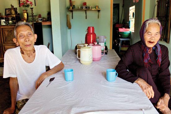 Vợ chồng ông Phan Đình Bản, những người đã có mặt tại Quảng Điền đã 40 năm.