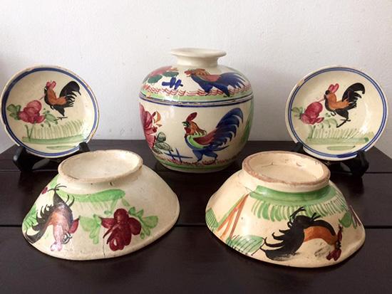 Một số đồ gốm cổ Trung Hoa vẽ gà có giá rất cao. Ảnh: H.T.T