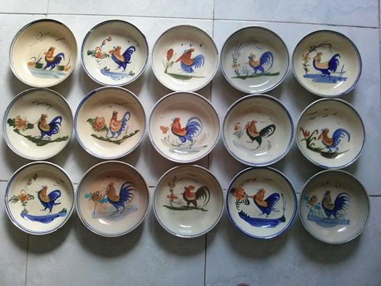 Đồ gốm vẽ gà xuất hiện nhiều ở Việt Nam vào thế kỷ 19 - 20.